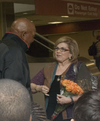 Jim Brown Kay Collier McLaughlin of the BCSG greets Jim Brown upon his arrival at the Lexington, KY airport